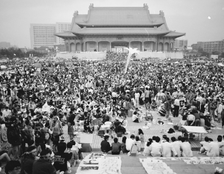'Wild Lily' Taiwanese students protest in Liberty Square in 1991